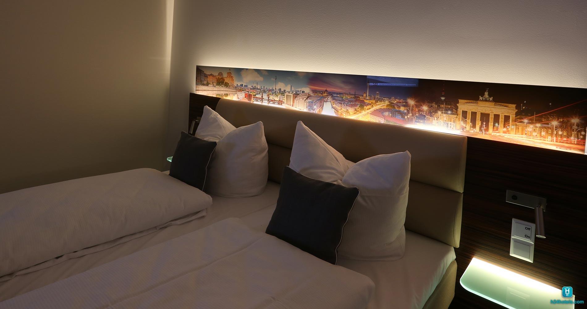 H24, Hoteltow Room, Doppelbett, Schlafzimmer, Schlafbereich, Entspannung